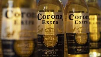 Der Bier-Riese AB Inbev stellt das Corona-Bier her.