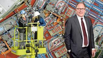 Angestellte arbeiten am Cern-Teilchenbeschleuniger bei Genf: Die Personenfreizügigkeit hat die Migration von Fachkräften erhöht. Rechts im Bild: Ökonom Boris Zürcher vom Seco.
