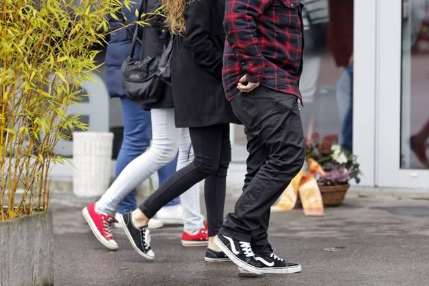 Die Angehörigen wünschten sich, dass möglichst viele in Sneakers erscheinen - Simona habe Turnschuhe geliebt.