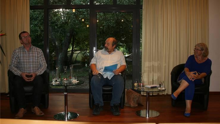 Urs Ammann (Mitte) interviewt Uwe Fiederman und Lovey Wymann.