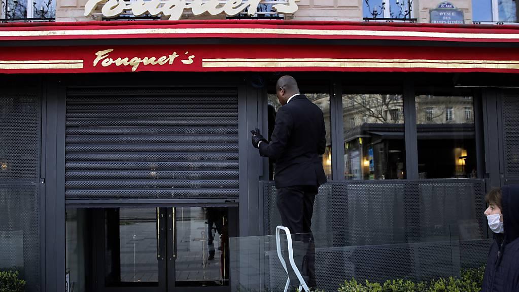 Der Versicherer Axa strebt im Streit mit französischen Gastronomen um Corona-Entschädigungen einen Vergleich an. (Archivbild)