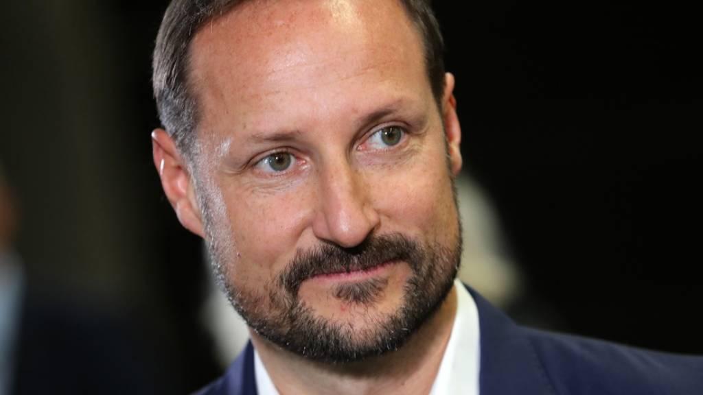 Kronprinz Haakon liest mehr Dokumente als Bücher