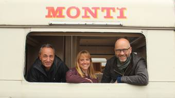 Das neue Programm soll das Leben im Zirkuswagen zeigen: Direktor Johannes Muntwyler mit dem Regie-Team Sabine Schindler und Christian Vetsch.
