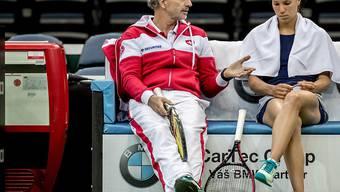Heinz Günthardt (hier mit Viktorija Golubic) bekommt es mit seinem Team mit Italien zu tun