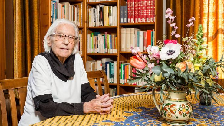 Marthe Gosteli im Archiv zur Geschichte der schweizerischen Frauenbewegung.
