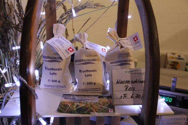 Die Max Schwarz AG verkauft in ihrem Hofladen in Villigen Reis vom Versuchsfeld in Brugg-Lauffohr.