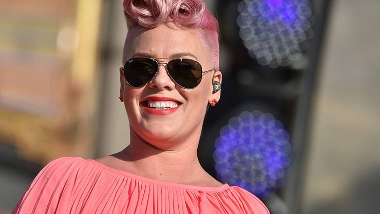 """Sängerin Pink hat gemeinsam mit Musikerkollegen den Charity-Song """"Hands"""" veröffentlicht. Die Einnahmen wollen die Künstler den Opfern und Hinterbliebenen des Orlando-Anschlags zukommen lassen. (Archivbild)"""