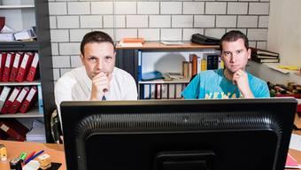 Unglücklich mit der neuen Software: der Niederrohrdorfer Gemeindeschreiber Hugo Kreyenbühl (l.) mit dem Leiter des Betreibungsamtes Roger Fessler.
