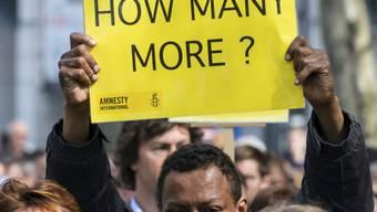 Plakat an einer Demonstration während des EU-Flüchtlingsgipfels