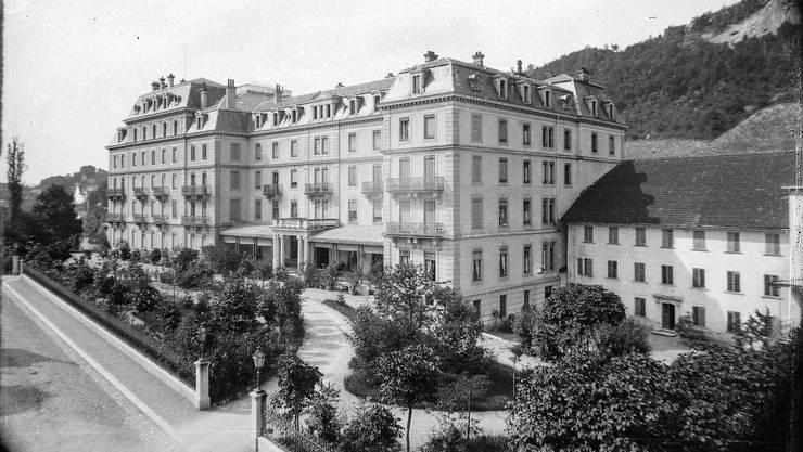 Das Hotel wurde 1944 von Luftschutztruppen gesprengt, das Römerbad wurde 2017 abgerissen.
