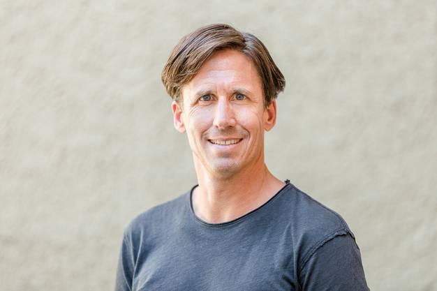 Der 48-jährige Adi Hirzel bildete schon am Stadtfest 2012 zusammen mit Marc Périllard das OK-Präsidium. Der Wirtschaftsanwalt ist Partner bei Blum&Grob Rechtsanwälte AG in Zürich. Adi Hirzel wohnt in Zürich und hat eine 17-jährige Tochter.