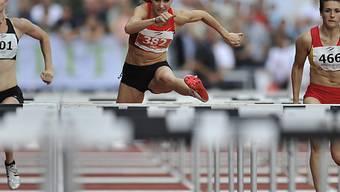 Lisa Urech (mitte) dominierte über 100 m Hürden