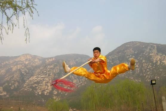 Meister Shi Xing Zhan vor dem Songshan-Gebirge