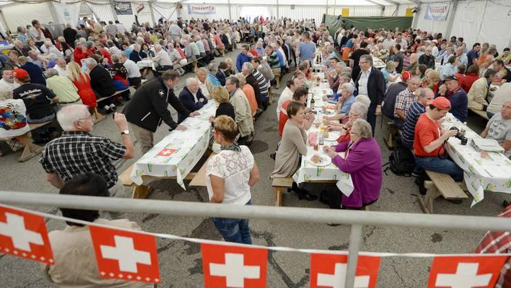 Heute der Tag danach: Der 2. August stellt die heile Welt infrage, die wir gestern mit Wurst und Bier gefeiert haben.