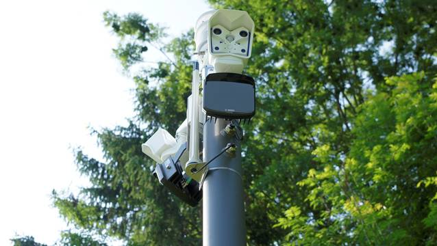 Überwacht nicht die Verkehrsteilnehmer, sondern das Wetter: neu installierte Glatteis-Meldeanlage in Waltenschwil.