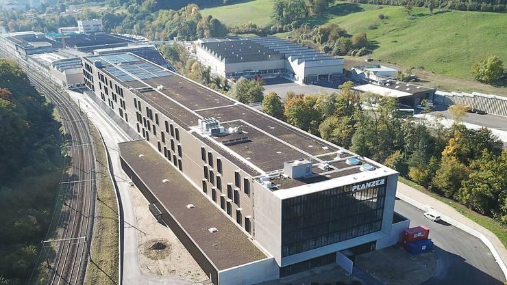 Das Dietiker Transport- und Lagerlogistikunternehmen Planzer stellte gestern den Medien sein neues Bahncenter in Penthalaz (VD) vor.