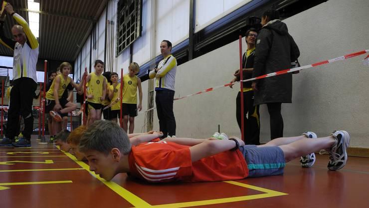 35-Meter-Sprint: Grösste Konzentration für den Sprint beim Start auf dem Bauch.