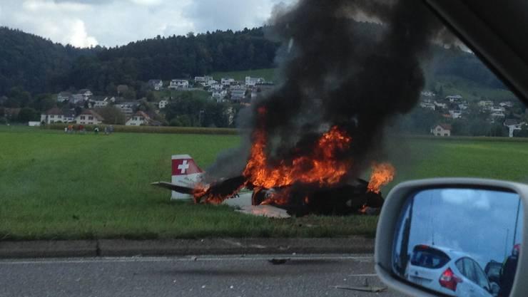 Ein Sportflugzeug stürzte im September 2015 nach 12 Uhr an der Gemeindegrenze von Kölliken und Muhen ab.