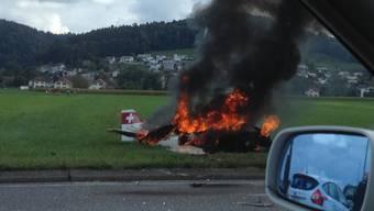 Kleinflugzeug stürzt bei Kölliken auf Auto - zwei Schwerverletzte