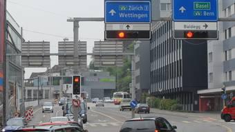 Oft und zu schnell überfahren: Das Rotlicht an der Gstühl-Kreuzung. (Archiv)