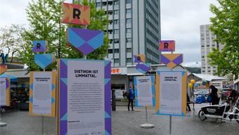 Stelen weisen auf die «Regionale 2025» hin.Bild: David Egger (11.5.2019)