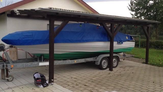 Diebe klauen Motorboot mit Anhänger