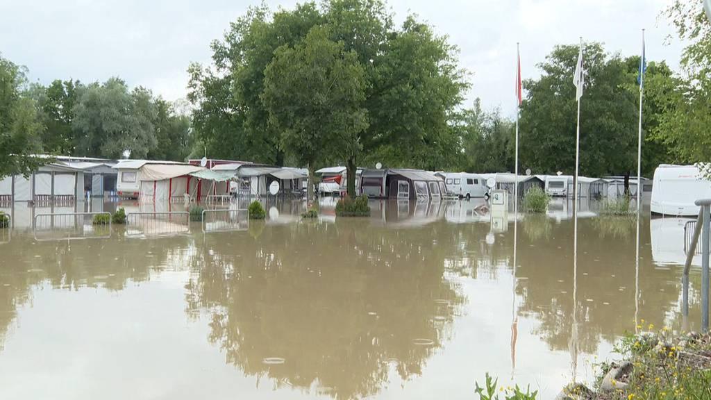 Campingplatz in Ottenbach (ZH) steht unter Wasser