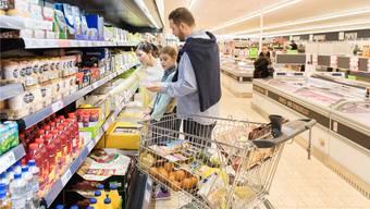 Helles Licht und viele Geräusche: Die Reizüberflutung in Supermärkten ist für viele Menschen mit Autismus ein Problem.