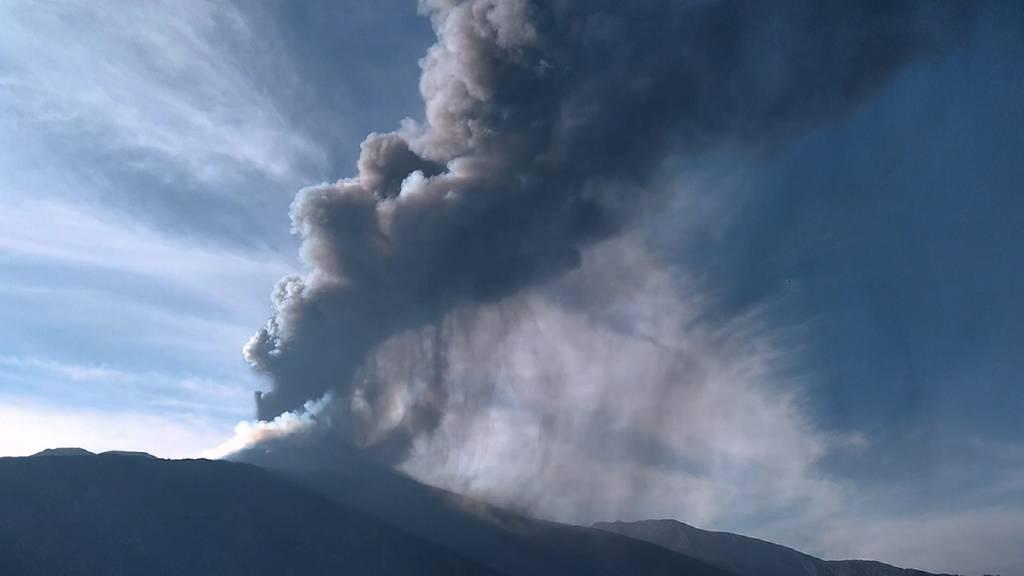 Sizilien: Ätna-Ausbruch stoppt Flugbetrieb