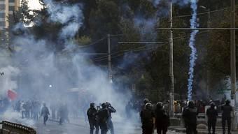 In Ecuador ist es am Freitag zu Unruhen gekommen - die Ursache der Ausschreitungen waren Preiserhöhungen, welche das Land vornehmen musste.