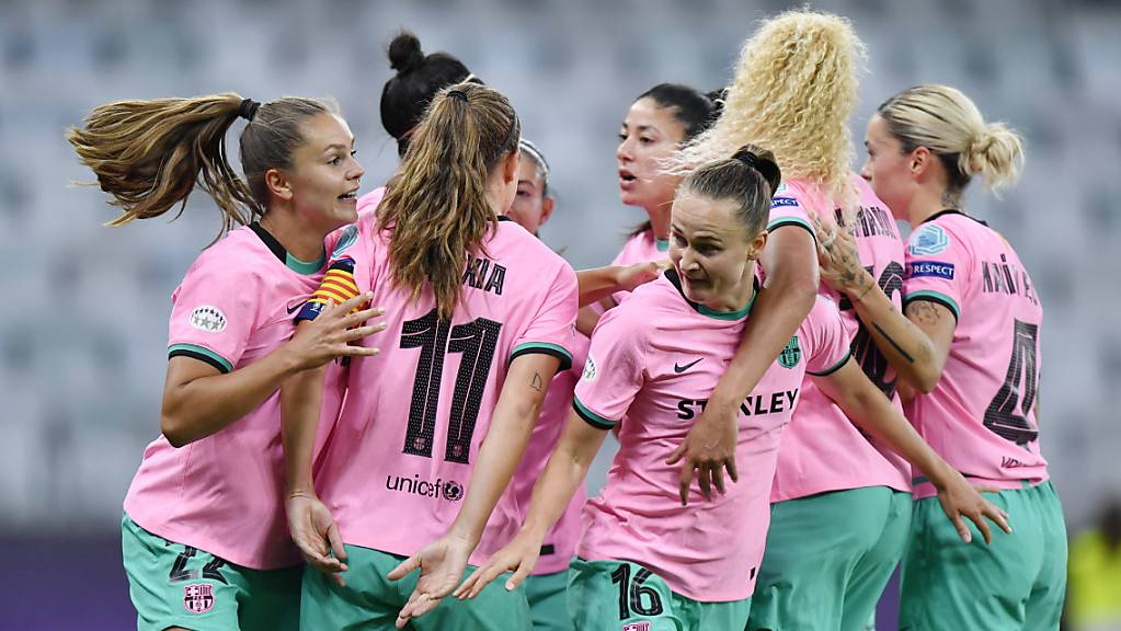 Gross der Jubel bei den Frauen des FC Barcelona nach der Final-Gala und dem erstmaligen Gewinn des Champions-League-Titels.