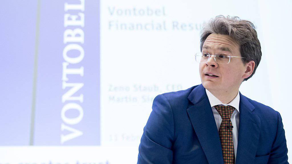 Vontobel-Chef Zeno Staub - hier an einer Medienkonferenz im 2015 - freut sich gemäss Mitteilung vom Donnerstag, dass Vontobel auch weiter mit Raiffeisen zusammenarbeitet.