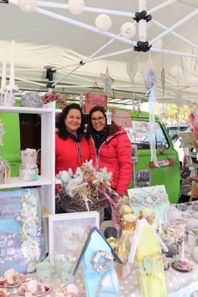 Christiane (rechts) und Karin Baumann sind neu in der Marktszene.