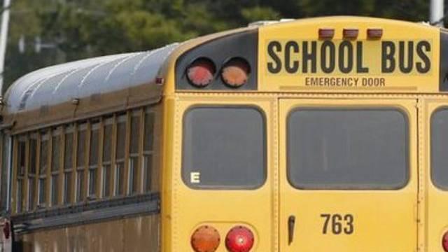 Blick auf einen Schulbus (Symbolbild)