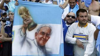 Zumindest auf Flaggen nahm Papst Franziskus am WM-Finale teil