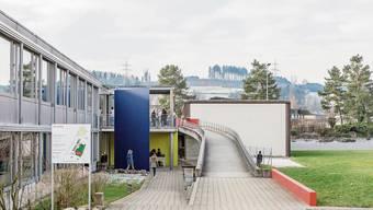 Die Sekundarschulgemeinde Birmensdorf/Aesch wird vom Verwaltungsgericht stark kritisiert. Hier im Bild das Schulhaus Brüelmatt in Birmensdorf.
