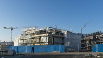 Laut dem Anwalt der Studentin Johanna Gündel gibt es drei konkrete Fälle, in denen der SVP-Hardliner reiche Einwohner bei Bauprojekten bevorzugte.