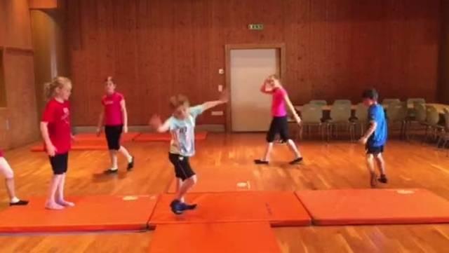 Zirkus Balloni: Die Akrobaten üben ihren Auftritt