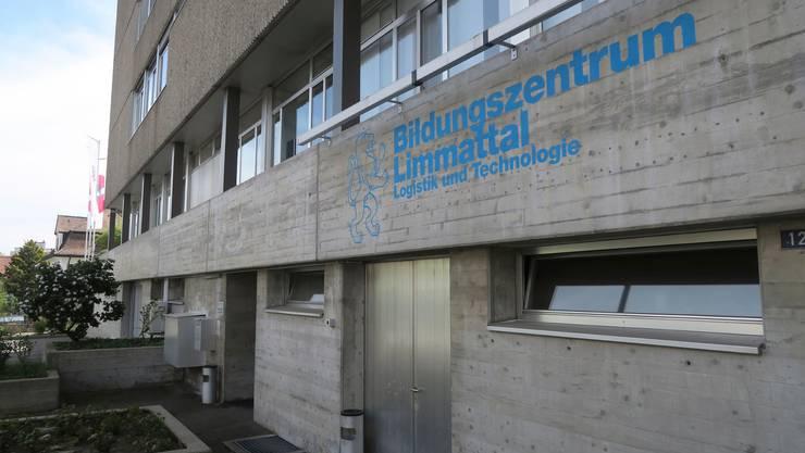 Das Bildungszentrum Limmattal wird bald zur einzigen Ausbildungsstätte für Recyclistinnen und Recyclisten in der gesamten Deutschschweiz.