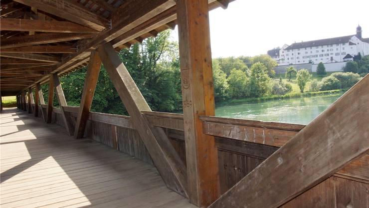 Die Dominilochbrücke hat 1989 den Freiämter Holzpreis erhalten.