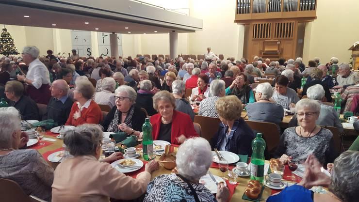 Die vielen Gäste der Adventsfeier für Senioren