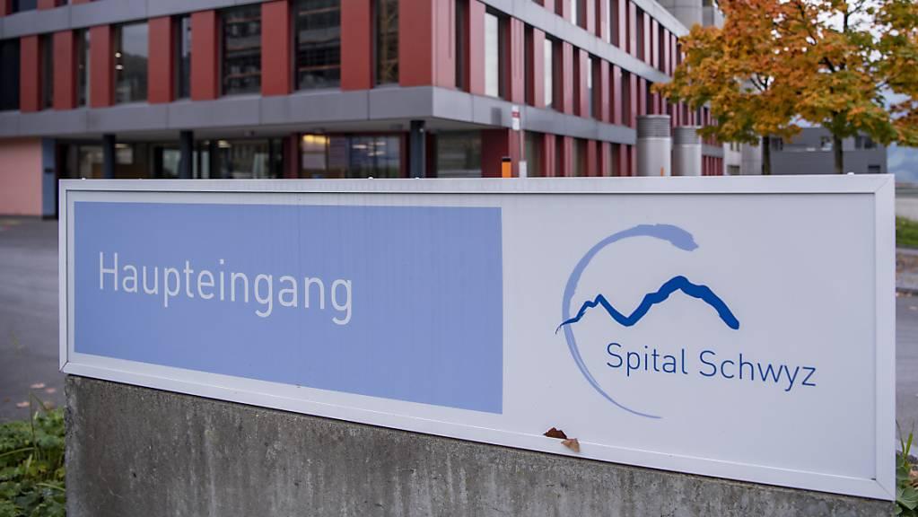 Im Spital Schwyz wurden in den vergangenen Tagen mehrere Covid-19-Patienten eingeliefert. (Archivbild)