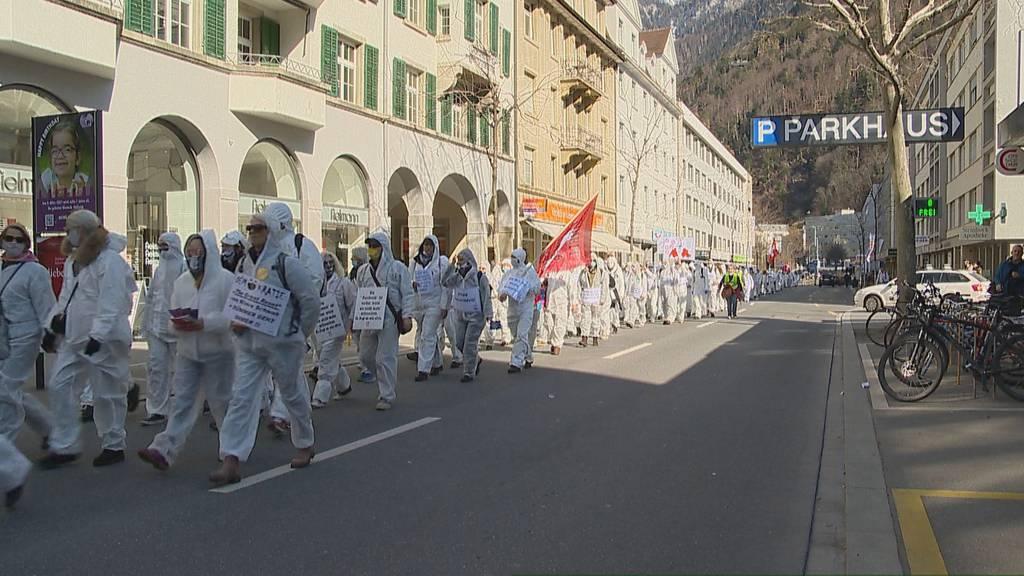 Über 4000 Personen demonstrieren in Chur gegen Corona-Massnahmen