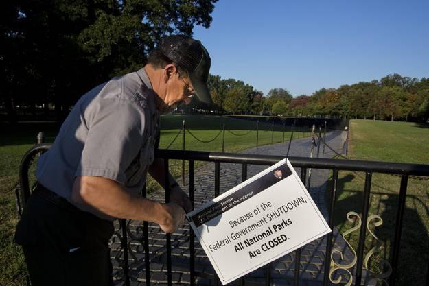 Ein Informationsschild informiert die Besucher über den Shutdown