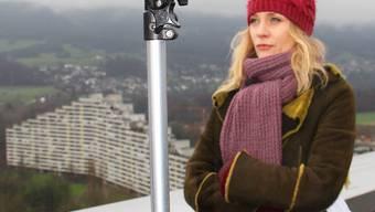 Für den «Kulturplatz» steigt Moderatorin Eva Wannenmacher aufs Dach des Telli-Hochhauses und fragt nach Privatem bei so viel Nähe.