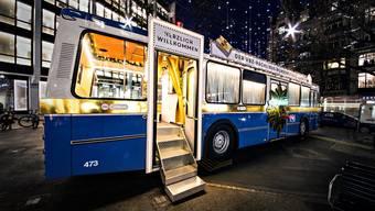 Wer in Zürich shoppen ging, konnte seine Einkäufe kostenlos im Bus deponieren und durch «Die Post» Pakete direkt ab Bus verschicken.