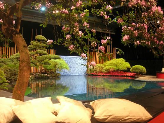 Japanischer Garten mit Koi-Teich in der Messe Zürich.