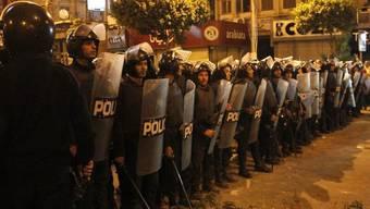 Polizisten vor dem Präsidentenpalast in Kairo