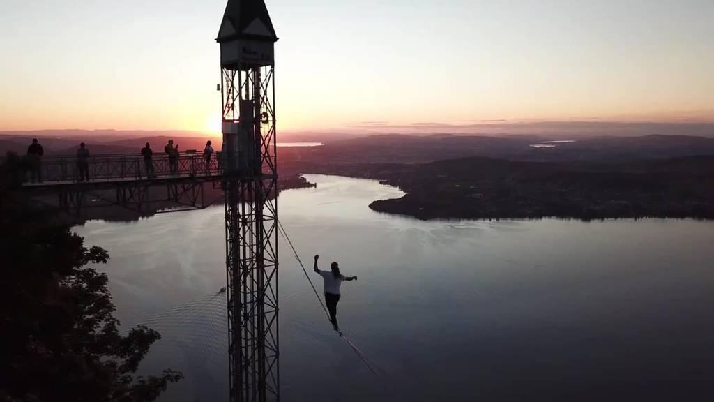 Slackliner erklimmen den Hammetschwand-Lift