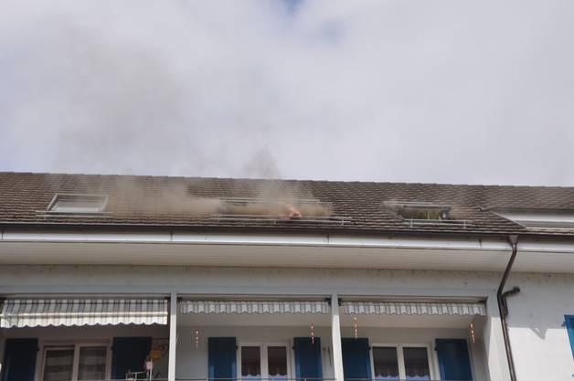 Wangen bei Olten SO, 19. September: In einem Mehrfamilienhaus brannte es in einer Dachwohnung. Personen wurden keine verletzt. Ein Defekt bei elektrischen Installationen steht dabei im Vordergrund der Brandursachenabklärungen.